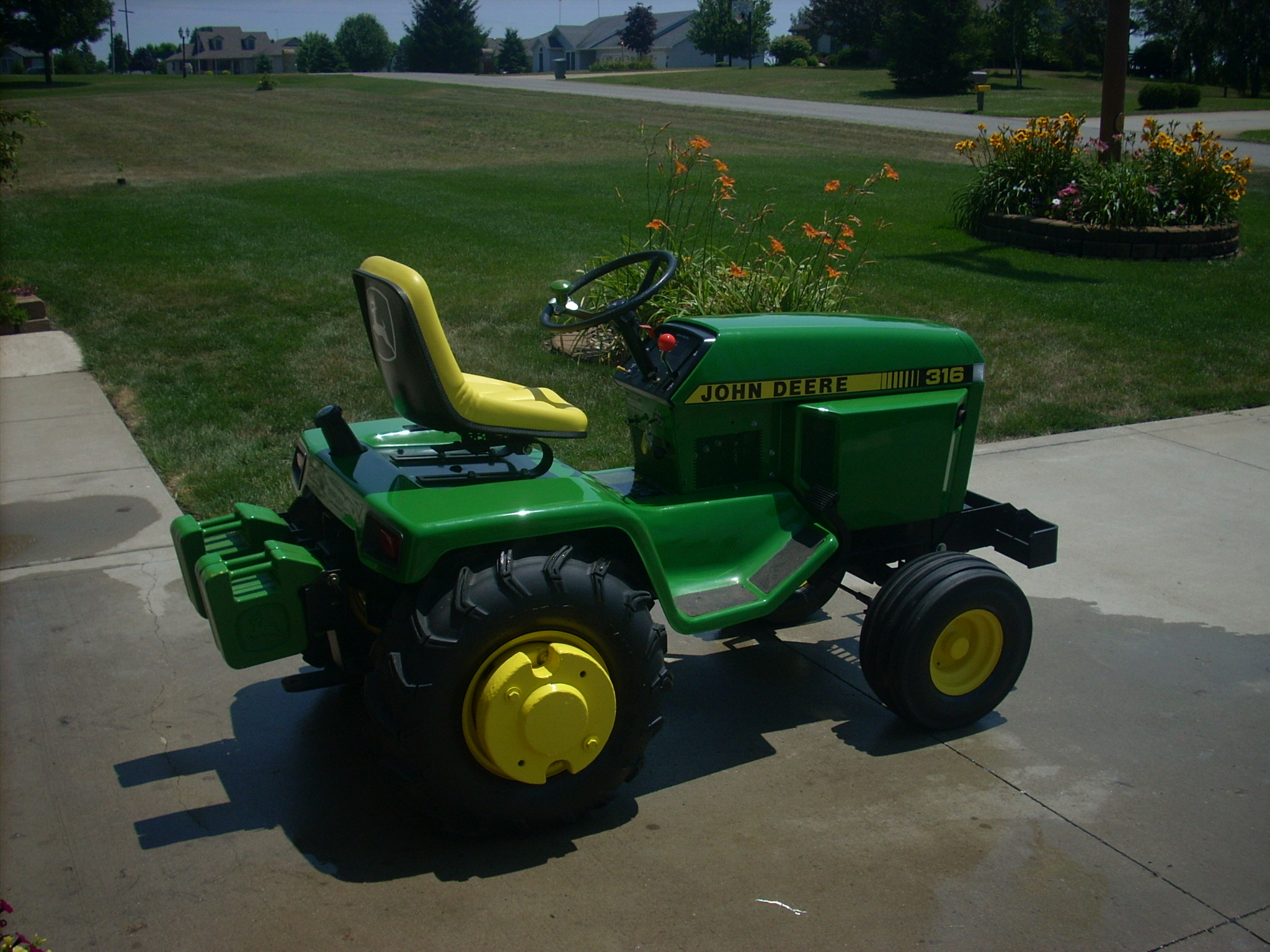 Click image for larger version.  Name:1987 316 TRACTOR 002.JPG Views:5 Size:800.2 KB ID:2936