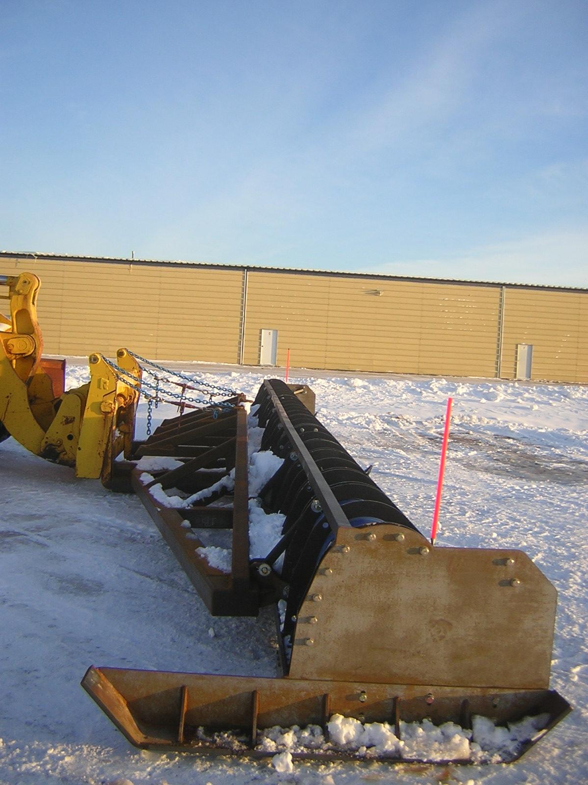 42 foot snow plow 003.jpg