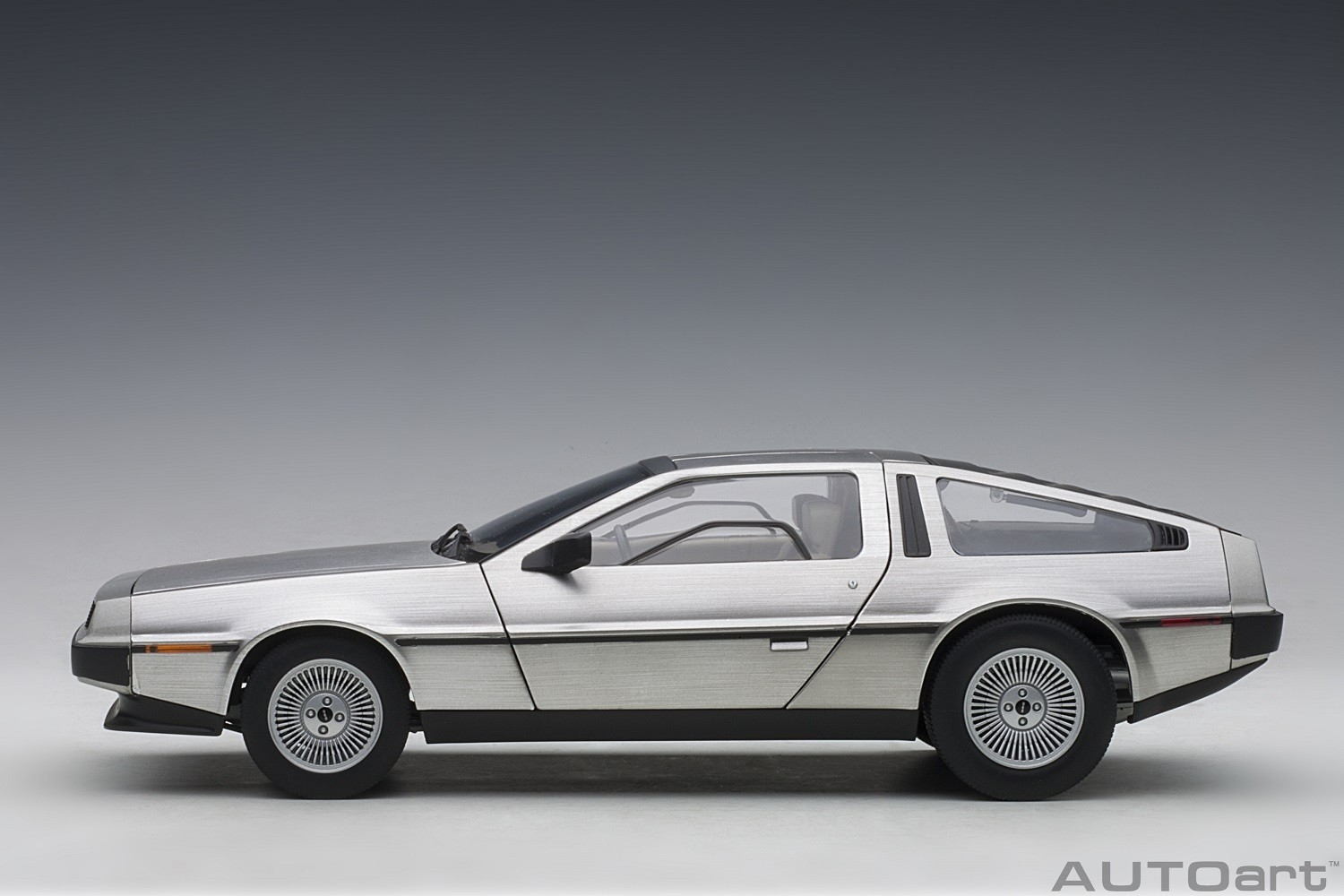 Click image for larger version.  Name:79916_delorean_dmc_12_satin_finish_autoart_die-cast_scale_1-18_side_view.jpg Views:28 Size:185.0 KB ID:714832