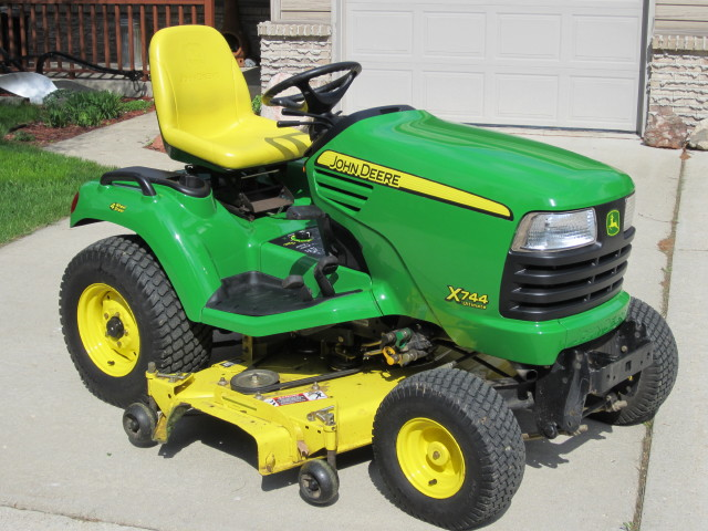 Click image for larger version.  Name:deere x744 009_1.JPG Views:28 Size:113.6 KB ID:29764