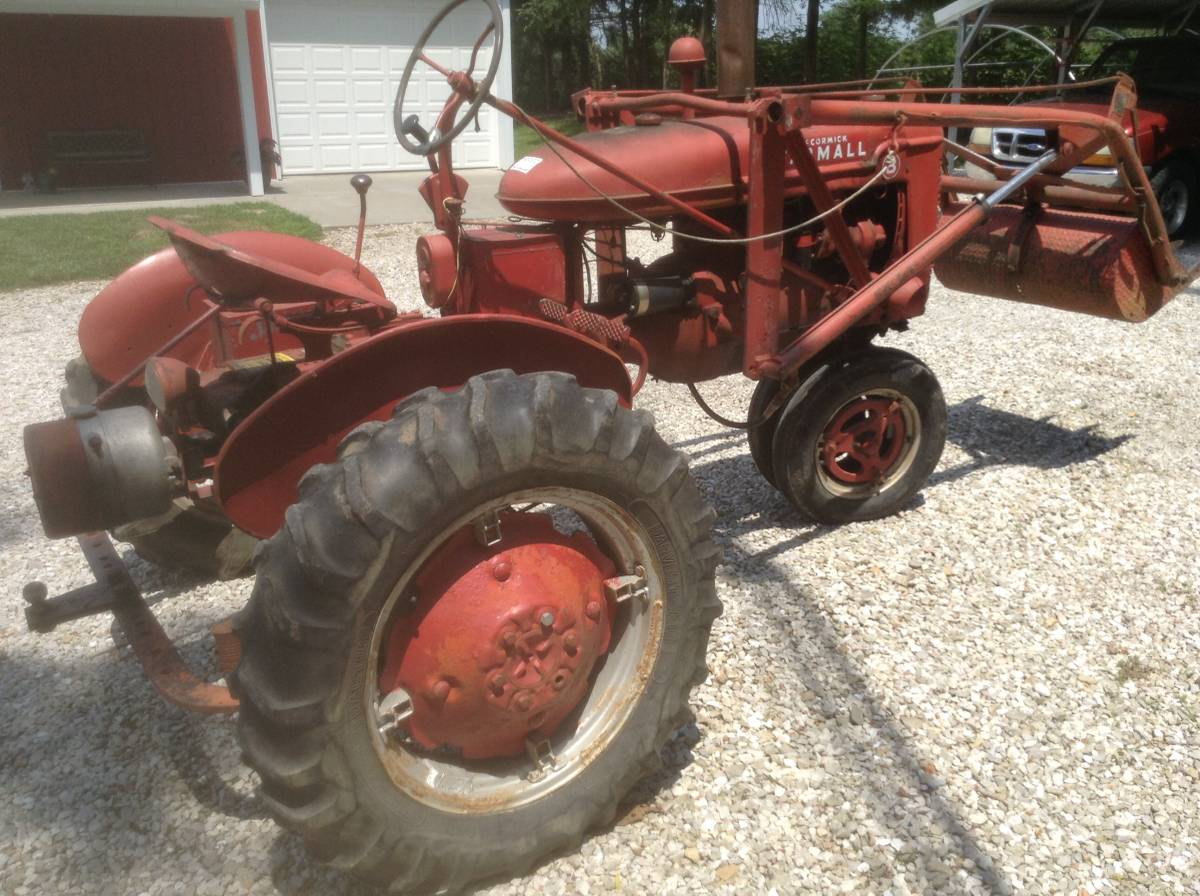 Farmall B loader right rear.jpg