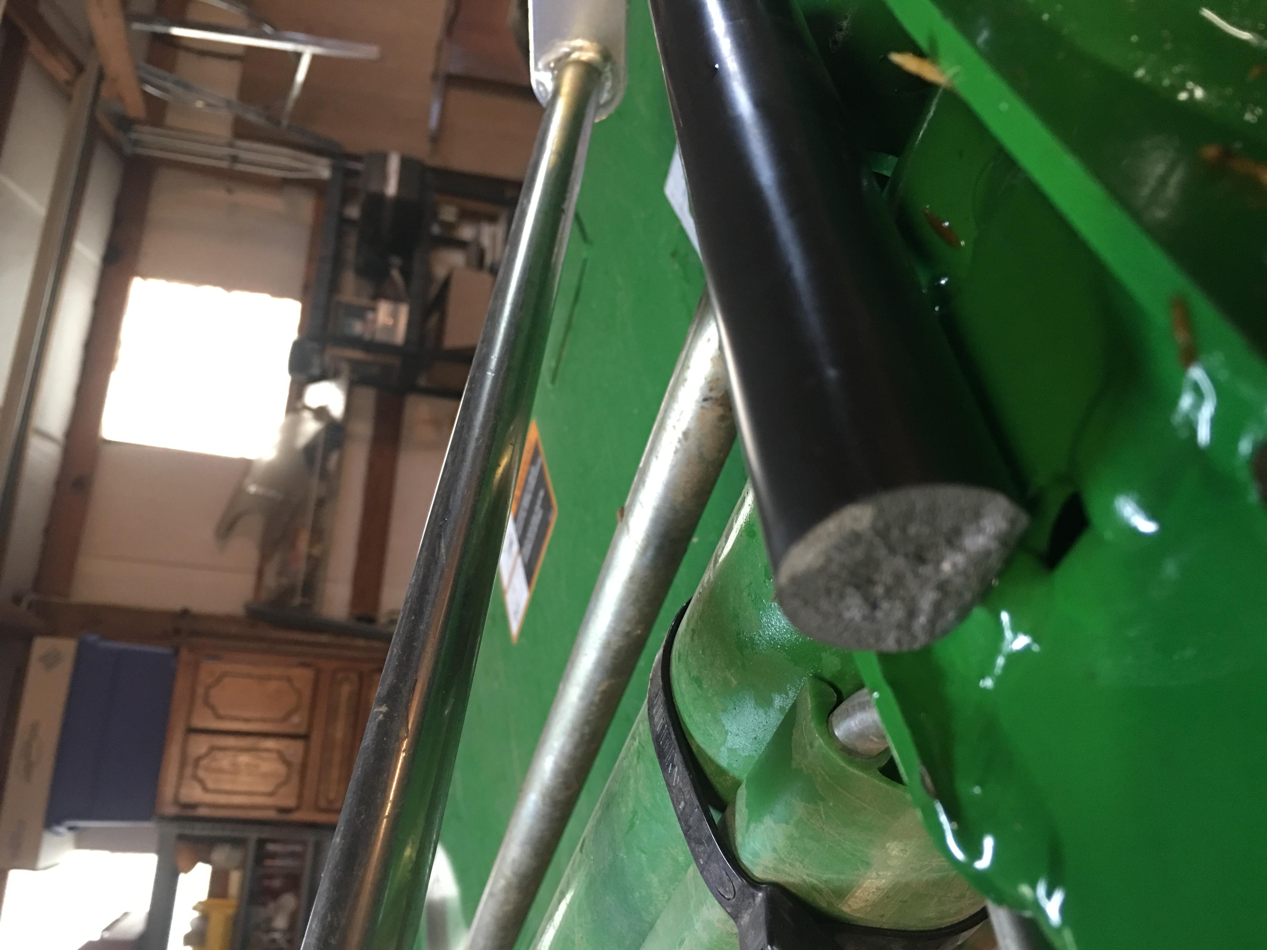 Hydraulic Rams For Tractors : Broken hydraulic ram cylinder on h loader