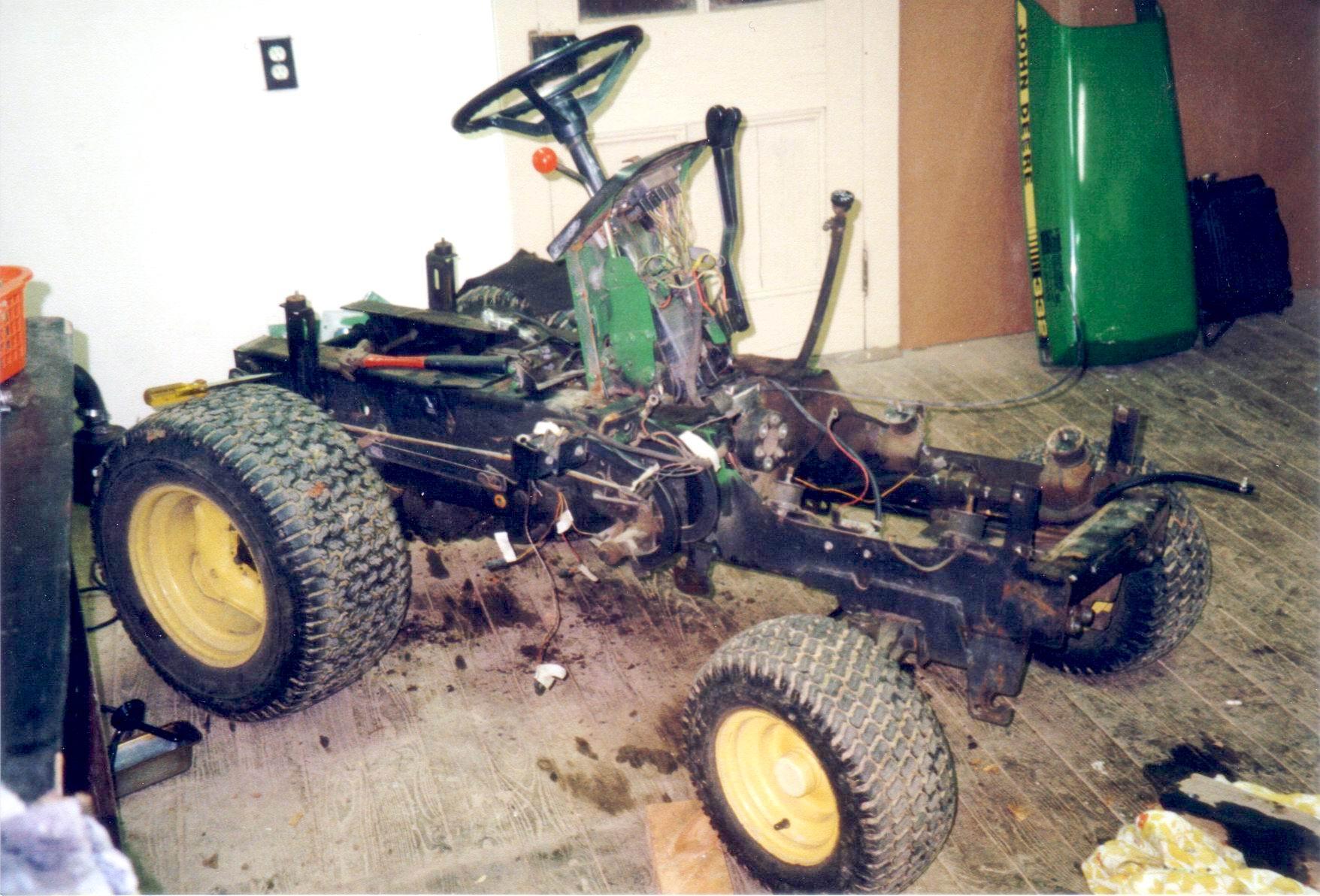 John Deere 332 >> John Deere 332 Radiator Removal
