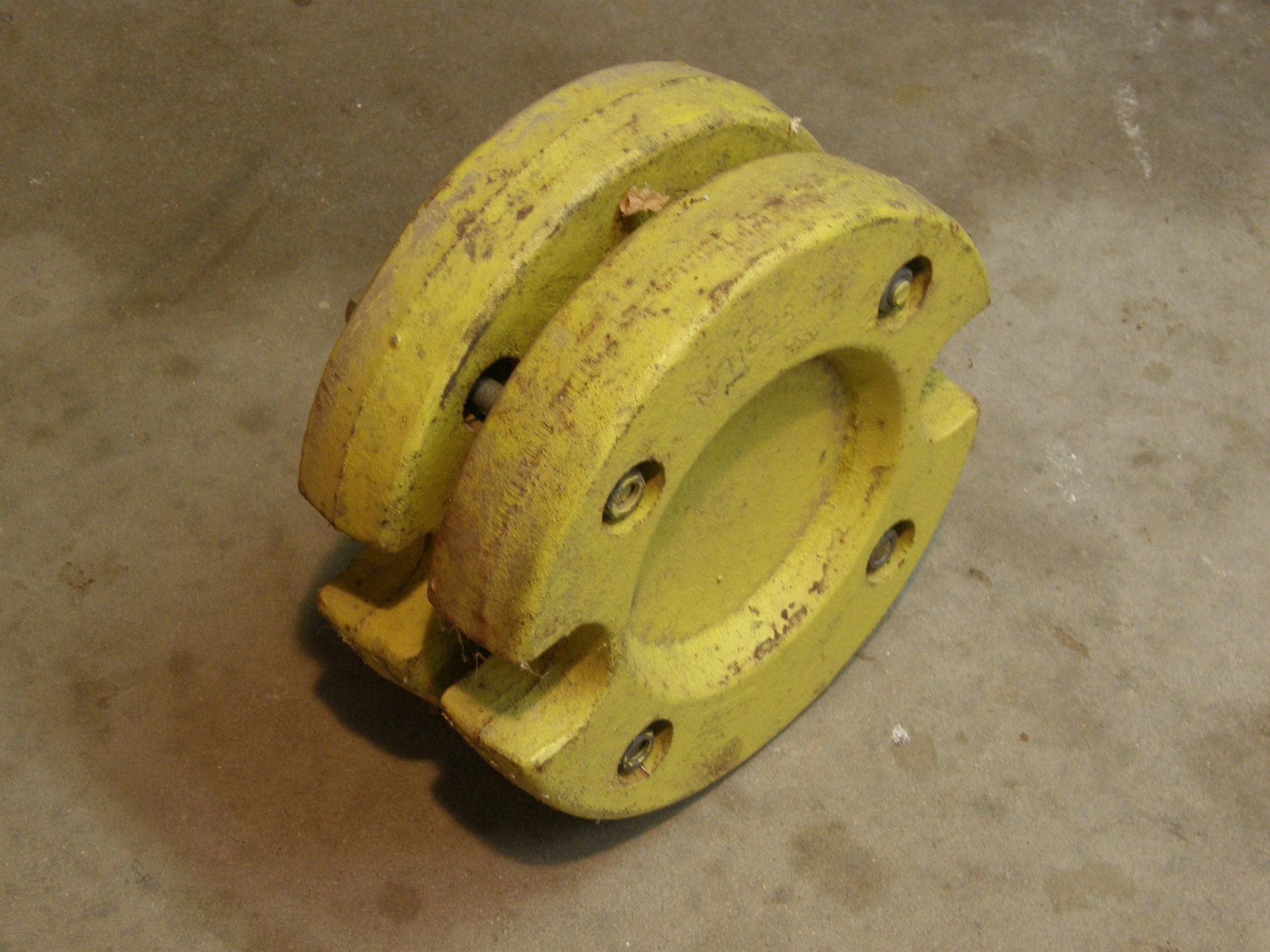 JD318 Wheel Wts.JPG