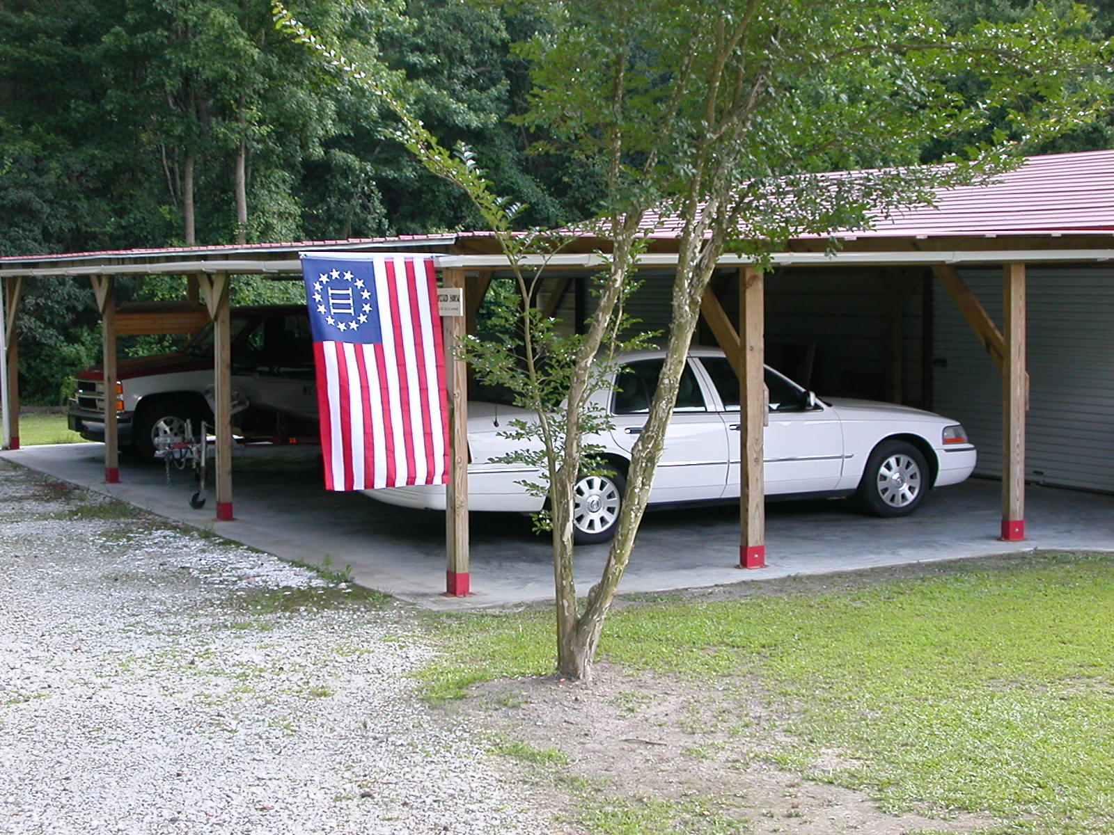 My Three Percenter Flag out to the Shop 002.JPG