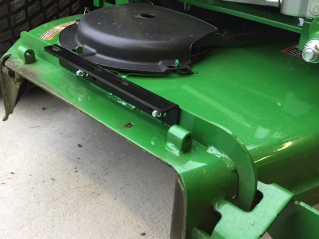 915B and Grassflap chute blocker Set Up-
