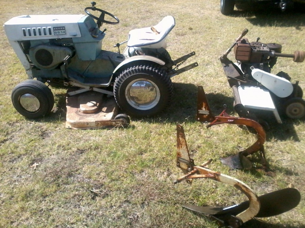 An oldie but a goodie 1970s era Sears Garden tractor made by Roper