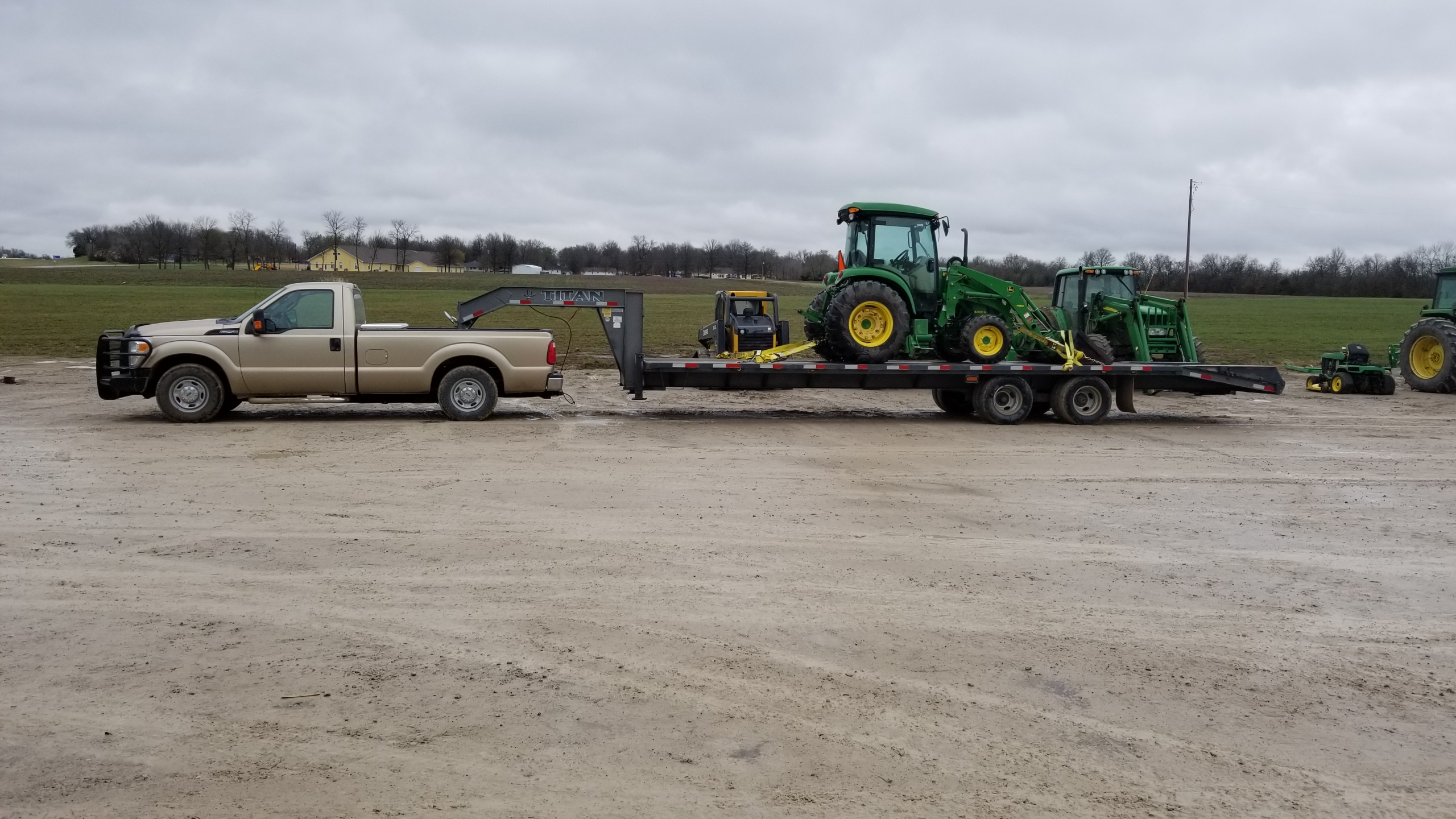 Click image for larger version.  Name:Tractor at dealer.jpg Views:20 Size:1.23 MB ID:666302