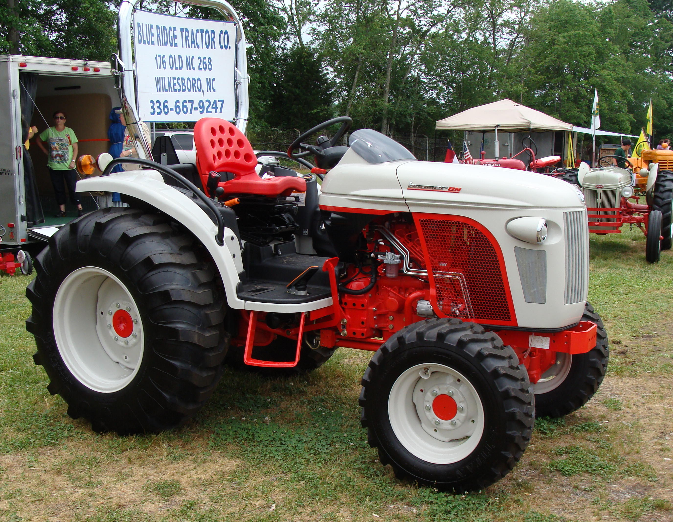 Click image for larger version.  Name:Tractor Show 5-2010 021.jpg Views:9 Size:1.02 MB ID:713254