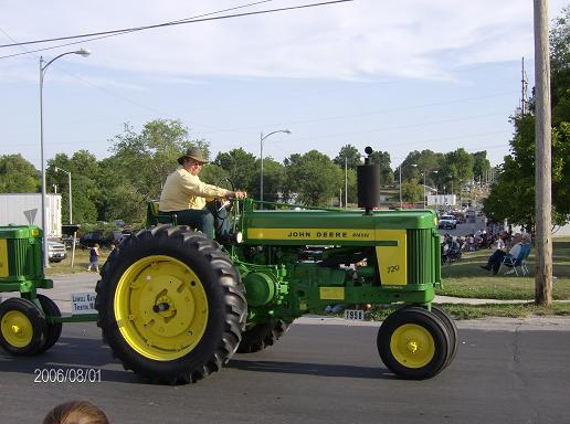 Click image for larger version.  Name:TRACTOR SHOWS 2006 062.jpg Views:22 Size:44.7 KB ID:39764