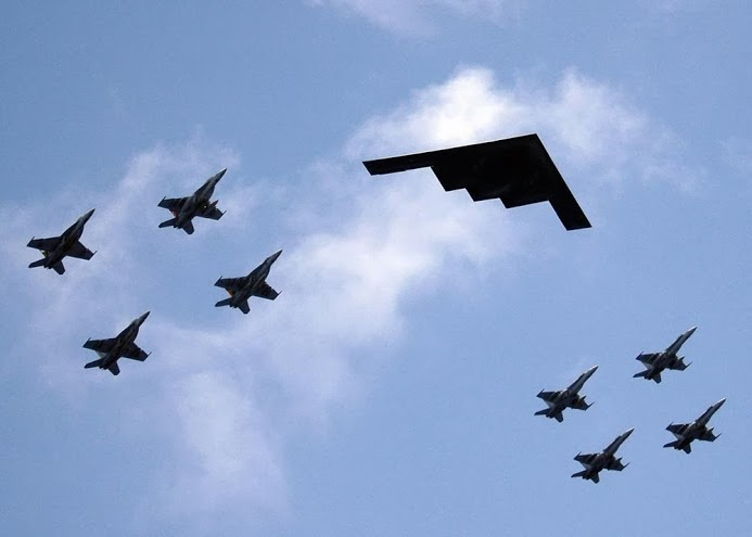Click image for larger version.  Name:Valiant_Shield_-_B2_Stealth_bomber_from_Missouri_leads_ariel_formation.jpg Views:5 Size:32.2 KB ID:23208